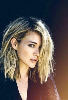 coupe de cheveux femme balayage blond, jolie fille blonde