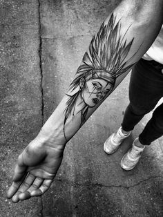 Polish Tattoo Artist Shows The Beauty Of Imperfection With Her Sketch Tattoos (10+ Pics) Tatouages http://tattooforideas.com/wp-content/uploads/2017/12/1513790800_293_polish-tattoo-artist-shows-the-beauty-of-imperfection-with-her-sketch-tattoos-1.jpg