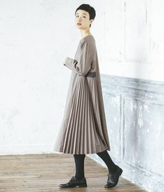 Minimal Fashion, Work Fashion, Hijab Fashion, Fashion Dresses, Japanese Trends, Stylish Hijab, Muslim Dress, Maxi Dress With Sleeves, Japanese Fashion