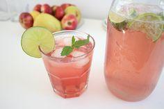 Unser Lieblingsdrink: Raspberry Lemonade. Selbstgemacht, alkoholfrei, erfrischend und gaaaaanz einfach!
