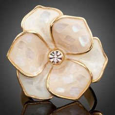 Whether you are looking for a charming pendant necklace or an extravagant, stylish ring, here, at iSFANIC, be positive that you will find your inspiration. Engagement Jewelry, Wedding Engagement, Stylish Rings, Fashion Capsule, Austrian Crystal, All About Fashion, Fashion Prints, Minimalist Fashion, Color