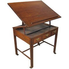 Early George III Period Mahogany Architect's Desk originating from England (second half of the 18th Century). A brilliant design to showcase rare books or documents.