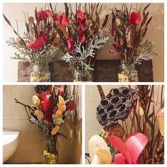 Hemos actualizado nuestros centros florales con la ayuda de Aldea Regalos situados en la calle Juan Pablo II8. Pasaros por allí porque tienen unos centros de mesa para las navidades.... preciosos.  #lasrecetasdeisa #avila #madewithcariño