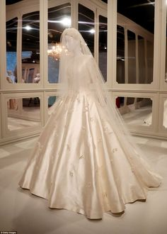 9d3253db81 Miranda Kerr s wedding gown to go on display at Dior exhibition