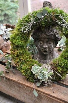 ۞ Welcoming Wreaths ۞ DIY home decor wreath ideas - wreath of moss and succulents Moss Wreath, Succulent Wreath, Moss Garden, Garden Art, Petits Cottages, Holiday Wreaths, Christmas Decorations, Pottery Barn Christmas, Deco Floral
