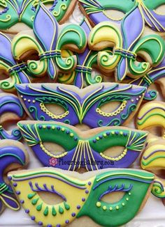 Mardi Gras Cookies - Also great for Purim Mardi Gras Desserts, Mardi Gras Food, Mardi Gras Decorations, Mardi Gras Party, Mardi Gras Masks, Wedding Decorations, Fancy Cookies, Iced Cookies, Cute Cookies