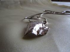 Fru Hera - Unikke håndlavet vedhæng i sølv 999