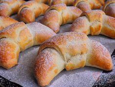 Ořechové rohlíčky bez kynutí – Recepti Butter, Christmas Cookies, Sausage, Bread, Baking, Recipes, Basket, Breads, Dios