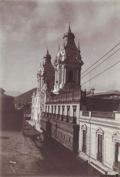 Vista lateral de la Catedral de Lima  Fuente: Blog de Marco Gamarra Galindo
