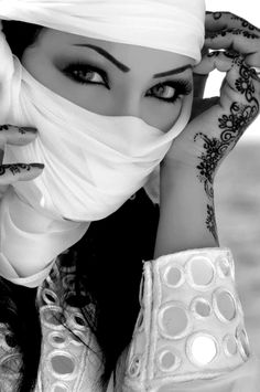 Exotic women are so beautiful.......This is so breathtaking!