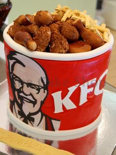 KFC cake by The Cake Shop! For sis Sarah and michael Gorgeous Cakes, Pretty Cakes, Amazing Cakes, Crazy Cakes, 3d Cakes, Cupcake Cakes, Kfc Cake, Pollo Kfc, Hamburger Cake