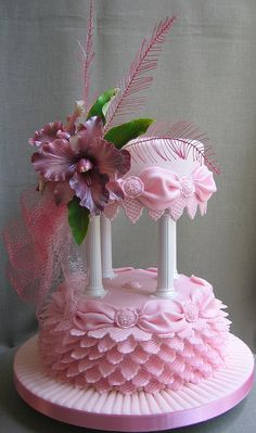 An elegant bride needs to have elegant wedding cake. Browse the 20 most elegant wedding cakes and I'm sure you will be fascinated by their stunning looks. Beautiful Wedding Cakes, Gorgeous Cakes, Pretty Cakes, Cute Cakes, Amazing Cakes, Unique Cakes, Creative Cakes, Fancy Cakes, Pink Cakes