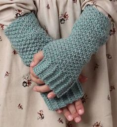 knit pattern for beginner mittens - Knitting 01 Fingerless Mittens, Knit Mittens, Mitten Gloves, Mittens Pattern, Crochet Gloves, Knit Crochet, Couture, Knitted Bunnies, Learn How To Knit