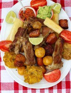 Fritanga o Picada Colombiana ( Fried Food Platter) Colombian Cuisine, My Colombian Recipes, Cuban Recipes, Fun Easy Recipes, Easy Meals, Healthy Recipes, Traditional Colombian Food, Kitchen Recipes, Cooking Recipes