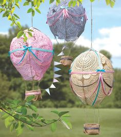 These adorable doily hot air balloons would be fabulous in the children& room! These adorable doily hot air balloons would be fabulous in the childrens room! Doilies Crafts, Fabric Crafts, Diy Home Crafts, Arts And Crafts, Balloon Crafts, Balloon Party, Hot Air Balloon, Air Ballon, Craft Projects
