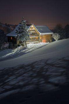 Cabin in winter night Winter Szenen, I Love Winter, Winter Cabin, Winter White, Winter Christmas, Xmas, Winter Night, Snow Scenes, Winter Beauty
