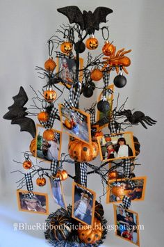 How to make a Halloween family tree for a fun way to remember favorite costumes and events from previous years Retro Halloween, Diy Halloween Tree, Halloween Tree Decorations, Boo Halloween, Halloween Fotos, Samhain Halloween, Homemade Halloween, Holidays Halloween, Halloween Costumes