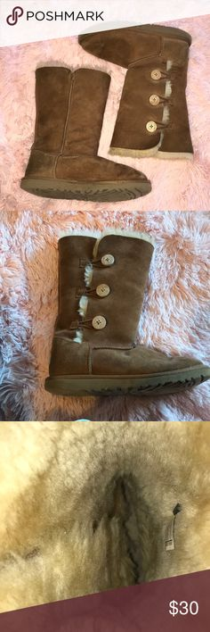 ❄️UGG BOOTS❄️ These are tall UGG boots with three button and they are worn down due to snow UGG Shoes