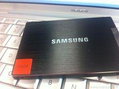 Krótka, obrazkowo-opisowa instrukcja, jak wymienić standardowy dysk HDD w Macbooku Pro na nowoczesny dysk SSD.