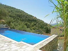 1000 images about swimming pools on pinterest small - Small infinity pool ...