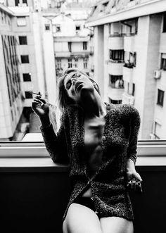 photographs - Photo art with black and white photographs Black And White Posters, Black And White Pictures, Women Smoking, Girl Smoking, Ballerina Poster, Photography Women, Photography Tips, Light Photography, Portrait Fotografia