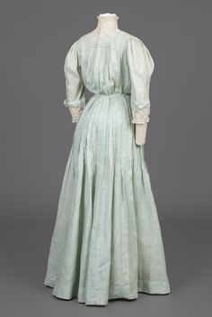 Goldstein Museum of Design Edwardian Gowns, Edwardian Clothing, Victorian Dresses, Vintage Style Dresses, Historical Clothing, Vintage Outfits, 1890s Fashion, Edwardian Fashion, Vintage Fashion