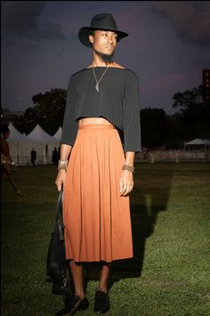 Revelers turned out for the kick-off night of the annual music festival, featuring a performance by Grace Jones. Queer Fashion, Androgynous Fashion, Mens Fashion, Androgyny, Androgynous Girls, Urban Fashion, Androgynous Clothing, Man Skirt, Dress Skirt