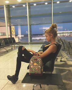 Aesthetic Cute Girls Fashion Inspo Jewelry Outfit Ideas Streetwear Vintage Old Airport Photos, Tumblr Girls, Airport Style, Travel Couple, Travel Pictures, Travel Style, Photography Poses, Girl Fashion, Photoshoot