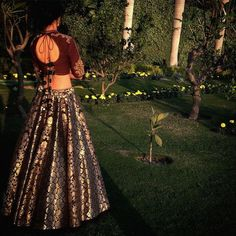 Want to look traditional but classy? Find latest Banarasi Lehenga Designs for weddings. Best Banarasi Lehengas of 2020 you cannot afford to miss. Banarasi Lehenga, Brocade Lehenga, Anarkali, Lehenga Skirt, Indian Lehenga, Silk Sarees, Indian Wedding Outfits, Bridal Outfits, Indian Outfits