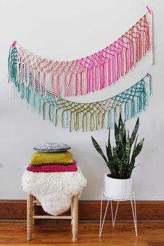 It's all about Magical Macrame DIY Projects Today at The Cottage Market! Tons of GROOVY DIY Projects that you are going to love! Kids Crafts, Yarn Crafts, Diy And Crafts, Kids Diy, Decor Crafts, Macrame Projects, Yarn Projects, Crochet Projects, Diy Simple