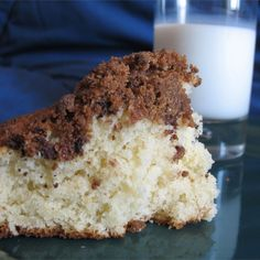 Quick Coffee Cake Recipe This coffee cake is wonderful the cake itself it moist and delicious while the topping is slightly crunchy and sweeter. Together they make a delightful combination that you will surely enjoy! Cake Recipes, Dessert Recipes, Breakfast Recipes, Breakfast Time, Brunch Recipes, Breakfast Ideas, Yummy Recipes, Delicious Desserts, Quick Coffee Cake Recipe