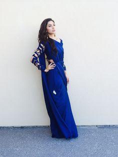 Mahira Khan in a Sania Maskatiy saree, Outhouse earrings and REMA palm bracelet Nice Dresses, Casual Dresses, Pakistan Street Style, Sari Design, Simple Sarees, Sr K, Fancy Sarees, Saree Dress, Pakistani Dresses