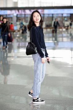 Kim Go Eun is Air Travel Fashion Goals Leaving Incheon Airport Kpop Fashion, Asian Fashion, Girl Fashion, Fashion Outfits, Womens Fashion, Fashion Trends, Travel Fashion, Petite Fashion, Curvy Fashion