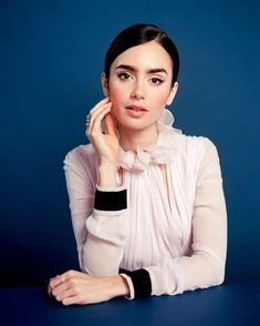 Find images and videos about lily collins on We Heart It - the app to get lost in what you love. Lily Collins, Poses, Gamine Style, Soft Gamine, Pictures Of Lily, Girl In Water, Preppy Style, Woman Crush, Girl Crushes