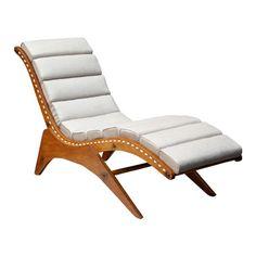 José Zanine Caldas   Chaise longue estruturada em compensado com estrado em barbante. Almofada solta revestida em linho - década de 1950  Dimensão  160cm C x 55cm L x 85cm H