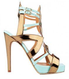Dalla collezione primavera estate 2013 di scarpe Aperlai, sandali in pelle laminata