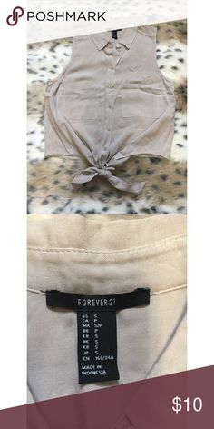 Forever 21 Crop Tie Top Perfect condition! Never worn. Button-up. Size small. Forever 21 Tops Crop Tops