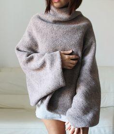 Diese Farbe ist nicht mehr verfügbar. Ich mache es in dunkel grau. Diese schönen Pullover Poncho besteht aus hochwertiger Schurwolle Stoff Es ist