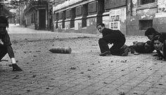Bomba que no explotó en la Calle de Alcalá, Madrid Old Photos, Vintage Photos, Nerja Spain, Spanish War, Poster On, Photojournalism, Wwii, 1, Scene