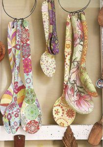 Serviettage or décopatch - more than 70 DIY ideas for a creative decor - Fashion And Hairstyle Decoupage Furniture, Decoupage Art, Decoupage Ideas, Ceramic Spoons, Wooden Spoons, Diy And Crafts, Arts And Crafts, Paper Crafts, Painted Spoons