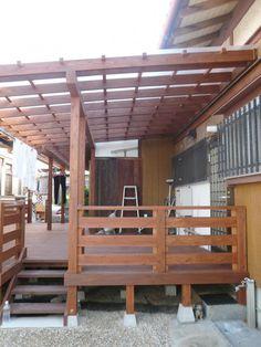 屋根付きデッキ Pergola With Roof, Pergola Plans, Publisher Clearing House, Backyard Patio Designs, Lean To, Forest House, Wooden Decks, Room Paint, Entrance