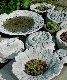 15 Awesome Concrete Garden Decor Ideas To Have The Most Beautiful Yard In The Neighborhood Do It Yourself is always a good choice when it comes to garden decor. You can make your own personalized concrete garden decorations. Garden Crafts, Garden Projects, Garden Art, Garden Ideas, Cement Garden, Concrete Planters, Concrete Garden Ornaments, Concrete Crafts, Concrete Art