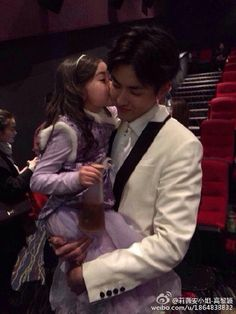 Yifan with Sophia at SOWK premiere.Awww!