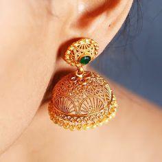 Golden jhumkaas earrings Gold Jhumka Earrings, Indian Jewelry Earrings, Jewelry Design Earrings, Gold Earrings Designs, Gold Jewellery Design, Coin Jewelry, Gold Wedding Jewelry, Bridal Jewelry, Bridal Necklace