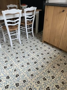 Kitchen with David & Goliath cement tile Roseline 20x20cm in a customized colour combination David And Goliath, Cement Tiles, Color Combinations, Tile Floor, Texture, Colour, Rugs, Kitchen, Pattern