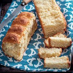 Dié ryk, wit beskuit is lekker genoeg om warm uit die oond, soos koek, te eet. Kos, Dark Fruit Cake Recipe, Rusk Recipe, Hard Bread, Healthy Breakfast Snacks, Breakfast Ideas, Good Food, Yummy Food, South African Recipes