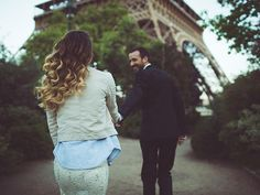 couple walking to eiffel tower