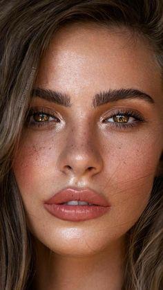 Natural Light Portrait - Sommersprossen - Make-Up Light Makeup Looks, Soft Makeup, Makeup For Brown Eyes, Simple Makeup, Face Makeup, Freckles Makeup, Makeup Light, Makeup Eyeshadow, Dewy Makeup Look