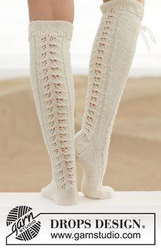 Stickade DROPS knästrumpor i Fabel med hålmönster. Stl 35-43 Gratis mönster från DROPS Design.