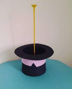 Cartola do Bita para centro de mesa. A base é bem resistente.... Pode usar depois para colocar algo. #centrodedemesabita #Bita #cartola #festainfantil #festamundobita